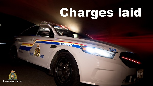 #SalmonArm #Clinton #Ashcroft #HundredMileHouse #SoutheastDistrict #Kelowna - Police vehicle rammed in wanted woman's attempt to evade capture http://bit.ly/3bN9AArpic.twitter.com/PPrMo6Kuhs