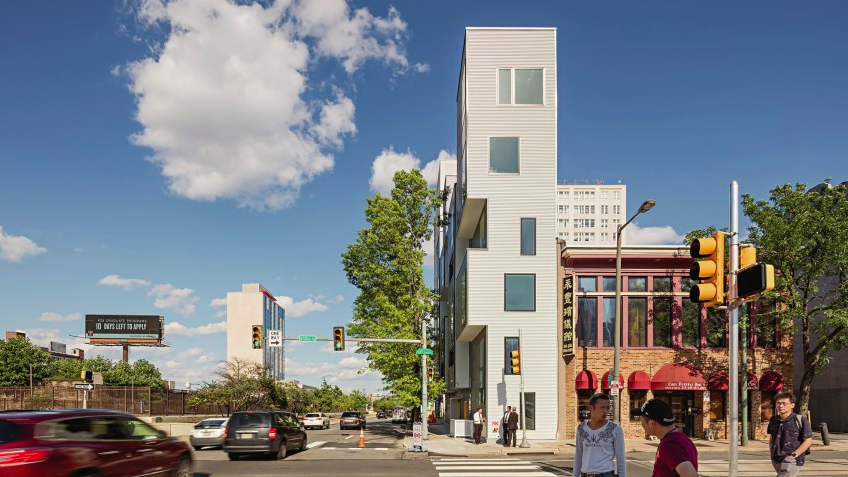 Brian Phillips, AIA, GCA alumnus and principal of ISA (@isaphila) recently won the 2019 Residential Architect Design Award for Multifamily Housing!! Congrats, Brian! Find a link to the article by @architectmag and more on our blog: http://bit.ly/31YTWgS pic.twitter.com/toHf5NBLGW