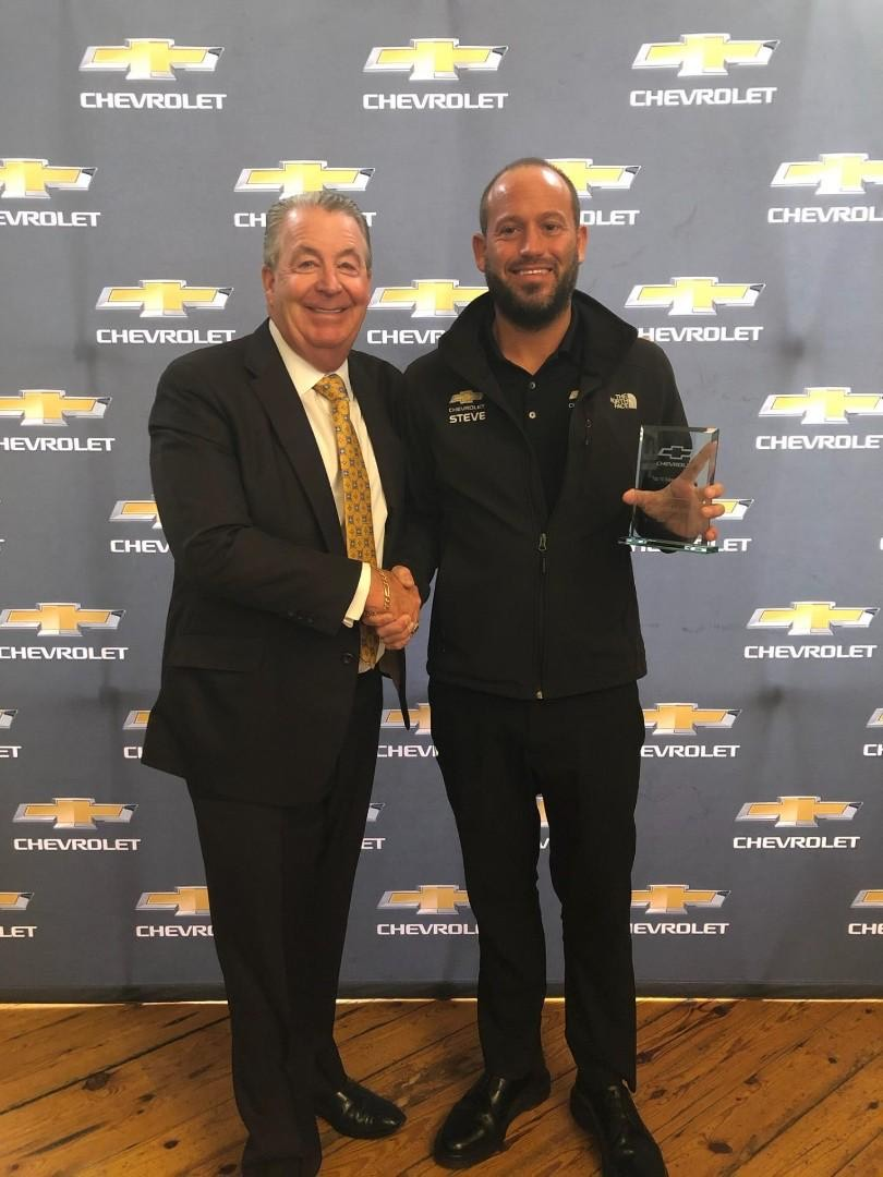 Congratulations to Our very own Steve Brandofina! He has been recognized by Chevrolet as one of the top 10 Sales Consultants in the South Eastern Wisconsin region. Mr. Griffin himself was proud to congratulate him on his amazing achievement. #chevy #chevrolet #newcar #milwaukeepic.twitter.com/jZrwLmeHfO
