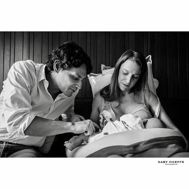 . Cada parte de su cuerpo te maravilla, todo te enamora.  Lo mismo le va a pasar a tu bebé cuando sea grande y vea estas fotos  . . . . #gabyvicentefotografia #gvfnewborns #gabyvicentenewborns  #fotografiadocumentaldefamilia #fotografiadocumentaldefamilias #documentaryfami…pic.twitter.com/Ux8U6CFWzy