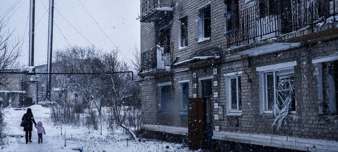 Après 6 ans de conflit, la situation sécuritaire instable dans l'est de l'#Ukraine a eu un impact de plus en plus négatif sur la population civile.   Les engagements pris dans le cadre des accords de Minsk doivent être pleinement mis en œuvre. pic.twitter.com/liWNHwqIKH