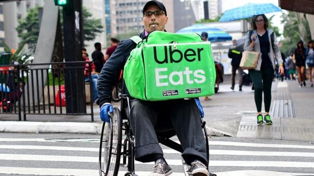 'Oito horas sem comer, só consegui tomar água': o cadeirante que entrega comidas por aplicativos na Avenida Paulista https://glo.bo/2u6sHnY #G1