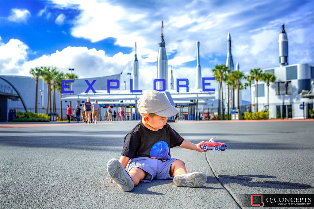 Xy absolutely loves everything @spacex, especially Starman. Hey @elonmusk @Tesla , let's make some #spacex toys for kids! Call me! Until then, we'll have to improvise!  @NASAKennedy @nasa #tesla #starman #falconheavy #falcon9 #rocket #rocketlaunch #kennedyspacecenterpic.twitter.com/YKnPQBpNaK