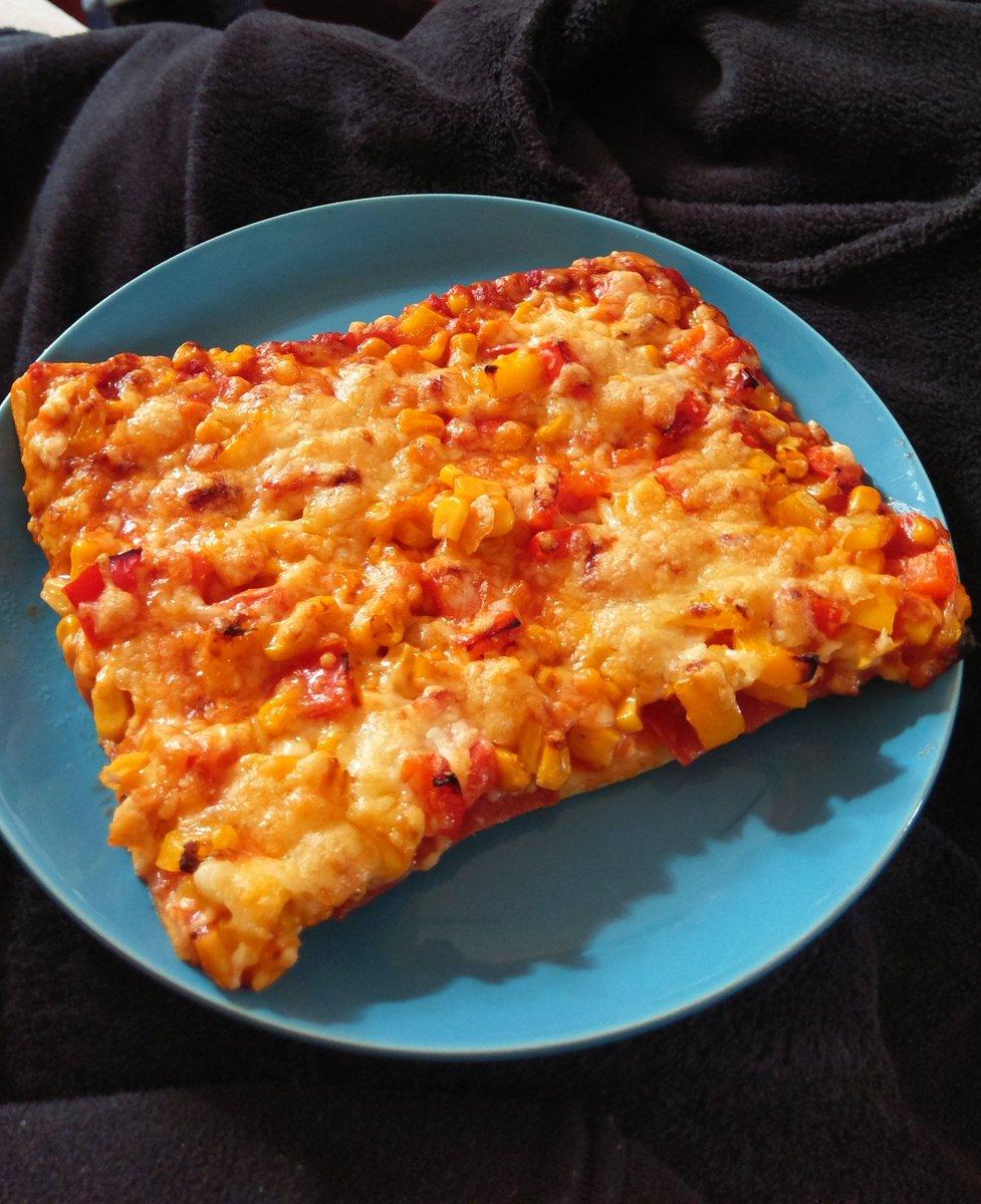 Abendessen mit ner schön selbstgemachten #Pizza #Urlaub pic.twitter.com/QTIC054LkN
