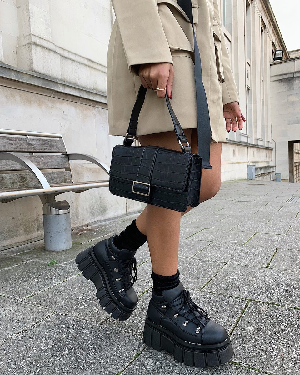 Category is: the bag that goes with everything 💘Shop @mpholebajoa's look with the 'black quilted buckle detail rectangle handbag' ($34/£20) online now ⚡http://bit.ly/2uag23B #babesofmissguided