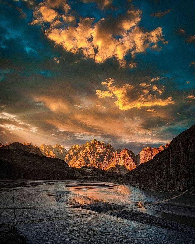 A gorgeous shot of sunset from Hunza 😍 . Photo credits @awaisah92 . Visit us @im_in_pakistan . Submit your photo using hashtag #iminpakistan . #sunset #gulmit #karakoramhighway  #Passu  #passucones  #Karakoram  #kkh #gilgitbaltistan  #Hunza  #hunzava… https://ift.tt/2HwTMUD