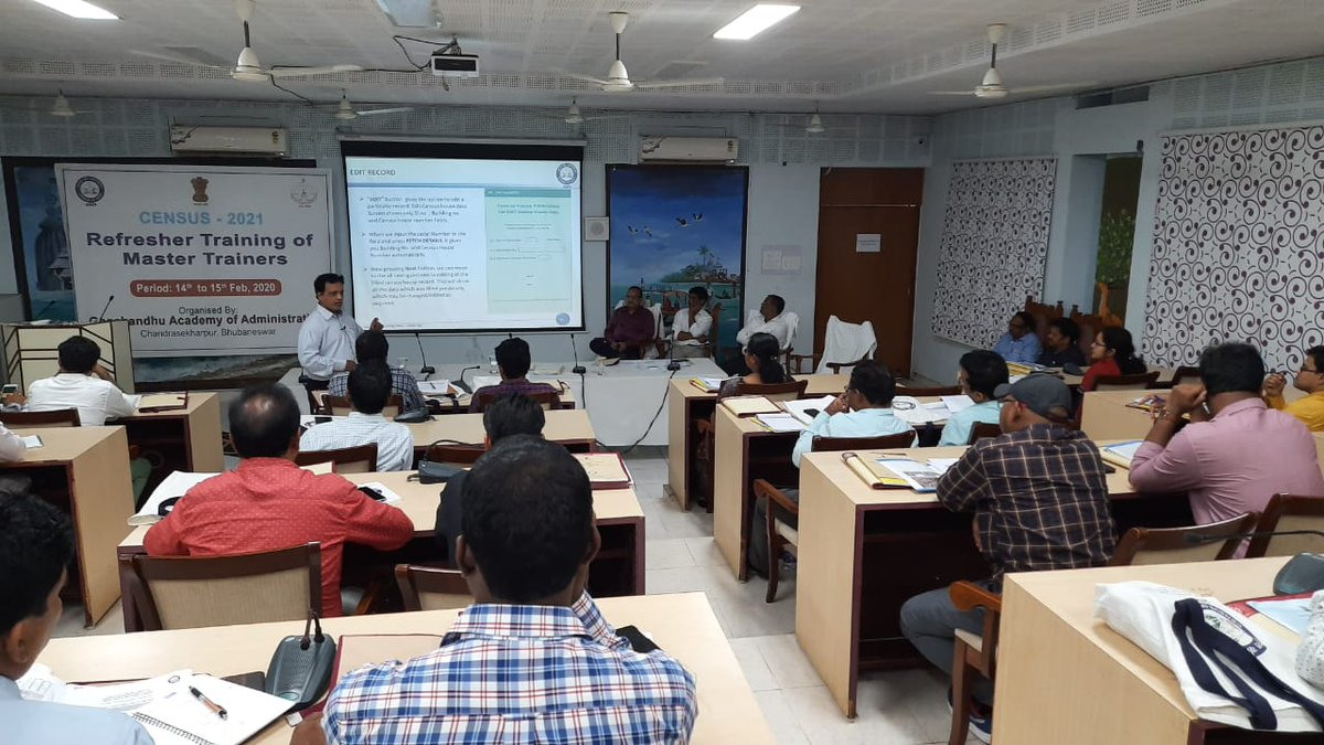 Imparted Training by Rajendra Sahoo on HL Mobile App & CMMS web Portal. pic.twitter.com/OiRXZrfidF