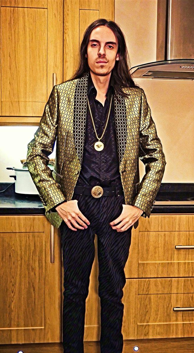 New blazer, black, and gold. #Fashion #LordJoshAllenpic.twitter.com/e7nZEJuCgf