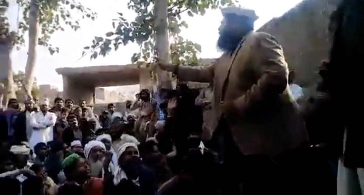 We are very concerned about the development in Khrepur (District Kasur) #Pakistan where a Mosque of the Ahmadiyya Muslim Community has been attacked by a mob.  We urge the Pakistani authorities to protect the lives of local Ahmadis and return the Mosque to the community. <br>http://pic.twitter.com/8qGlFpCGd5
