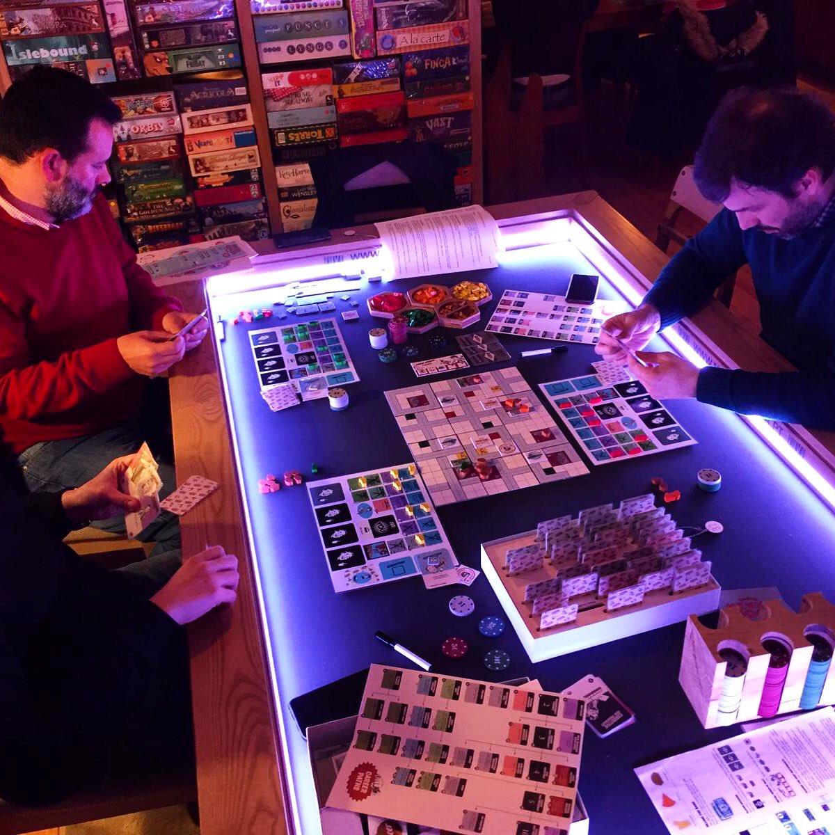 "Are you a board game geek? Come to ""Minha Madeira & A Jogar"" board game lounge in Matosinhos. Mercado Metro Station #ajogarequeagenteseentende #geek #spiel #juegosdemesa #jeuxdesociete #jogosdetabuleiro #boardgamegeek #boardgame #bgg #tabletop #boardgaming #brettspiel #foodchainpic.twitter.com/t5WgmMYu40"