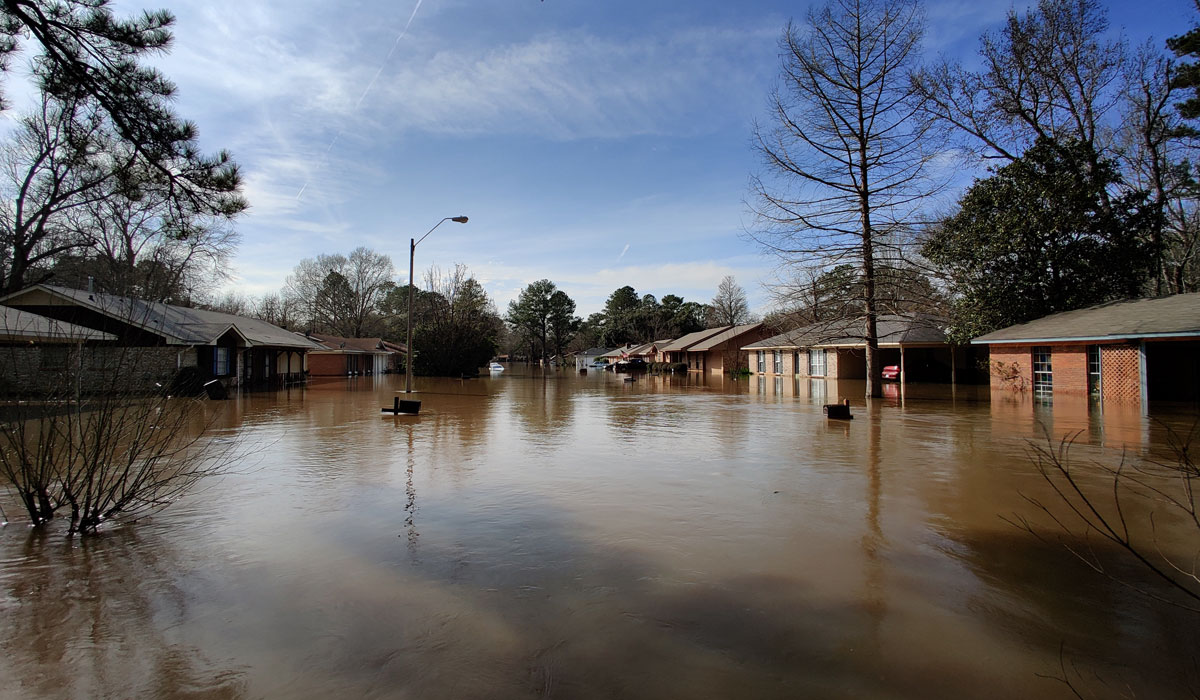 Pearl River floodwaters reached a lower high-water mark than the worst-case scenario forecast of 38 feet over the weekend, but roughly 500 homes near the river flooded, including large parts of northeast Jackson. #JXN #PearlRiver  http:// ow.ly/nvUT30qiMDH      <br>http://pic.twitter.com/cpZg1QzxsR