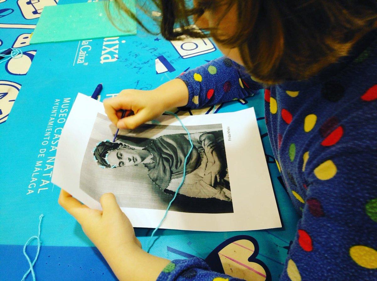 """Este sábado, 22 de febrero, celebramos el taller """"Enfoca y dispara"""", dedicado a la gran artista Dora Maar. Con ella aprenderemos acerca de la fotografía y el movimiento artístico surrealista.⠀⠀⠀⠀⠀⠀⠀⠀⠀⠀⠀⠀⠀⠀⠀⠀⠀ De 11h a 13h, para niños y niñas de 5 a 12 años. pic.twitter.com/0XPnJopAWE"""
