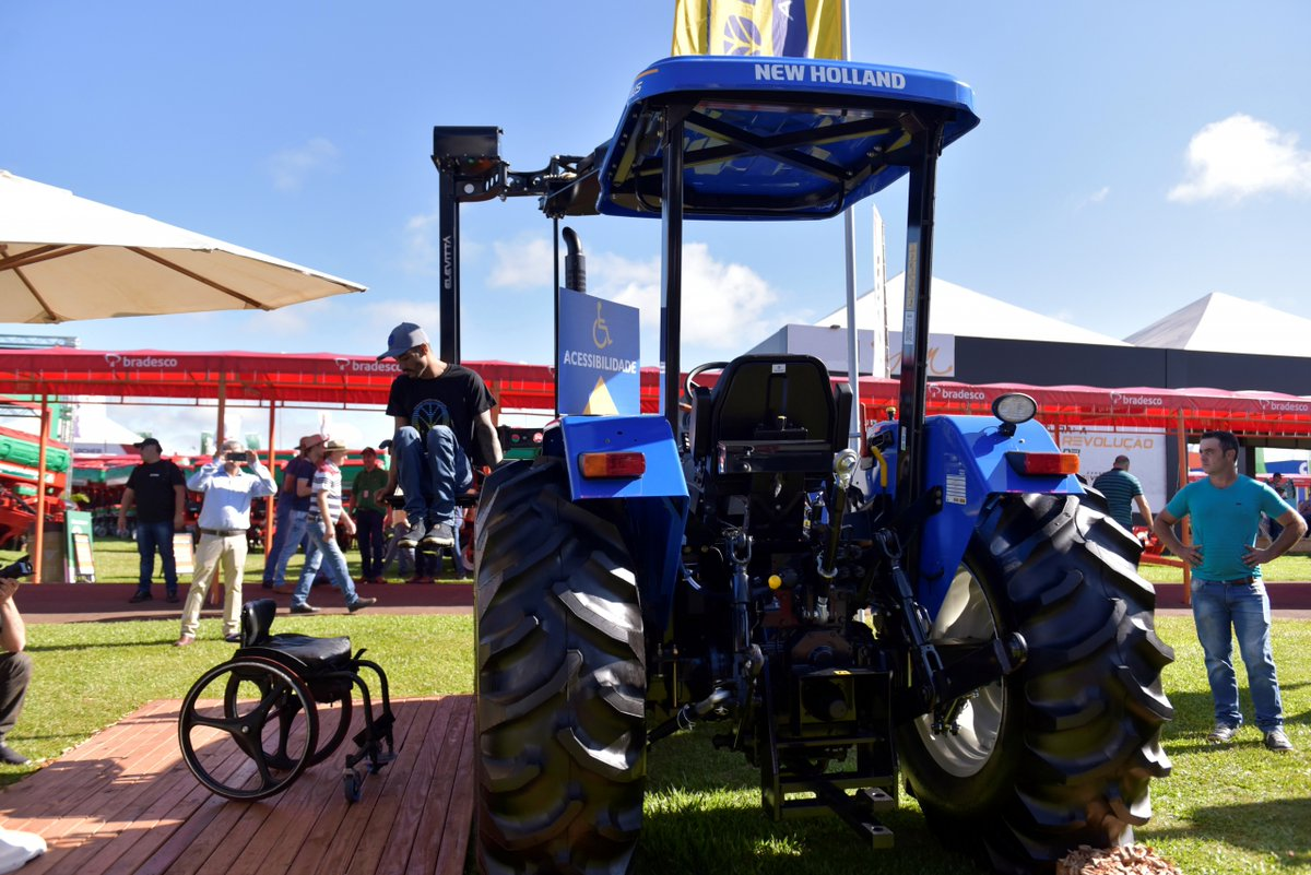 .@CNHIndustrial brand @NewHollandAG presented an accessible tractor for people with reduced mobility in Brazil. #InnovativeIdeas #ShowRural http://bit.ly/31RsGAXpic.twitter.com/izLbRkAsHO