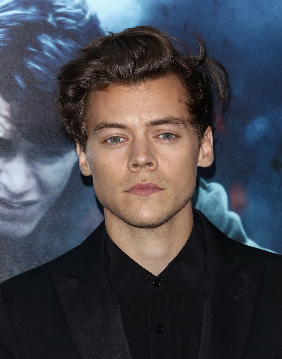 Harry Styles robbed at knifepoint in London: