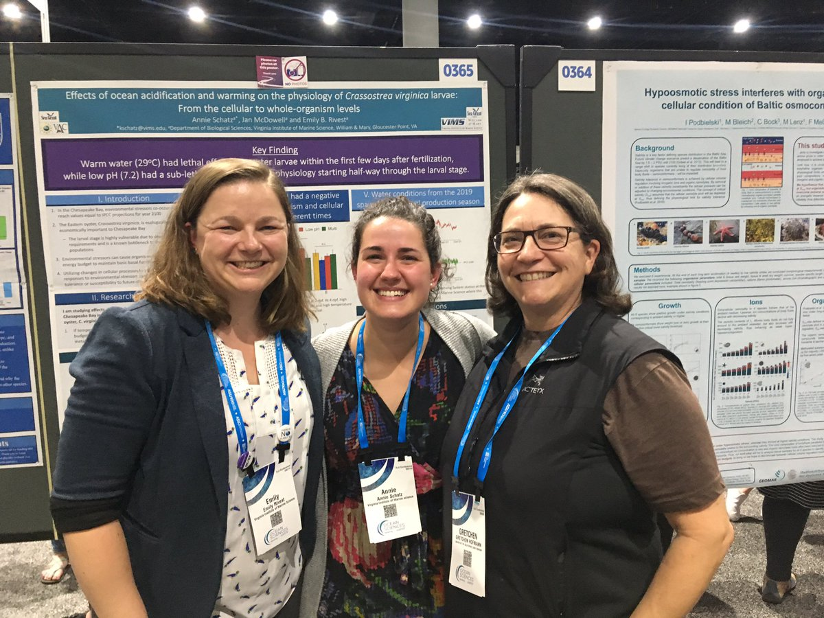 A dream come true at #OSM2020 - my PhD advisor met my first PhD student. Of course, we had to take a lineage photo! #science #familypic.twitter.com/T6Hm0wwb9Q
