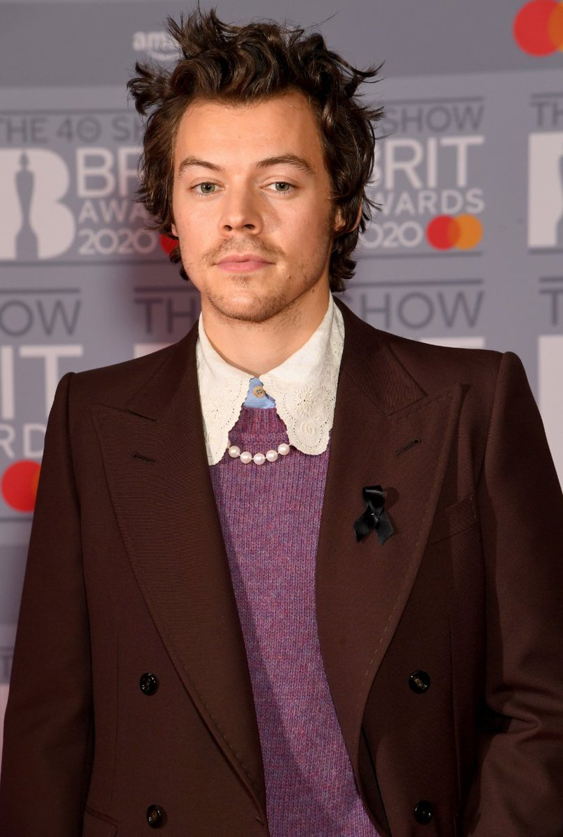 Anyone: what's your type?  Me: the boy with the pearl necklace 💘 @Harry_Styles   #Brits2020