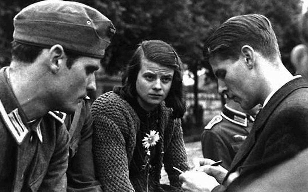On Feb 18, 1943, members of the German student resistance group White Rose were arrested by the Gestapo in Munich. The group used non-violent ways to protest, via anonymous leaflet and graffiti campaigns that called for active opposition to the Nazi regime.  1/ #sophiescholl pic.twitter.com/PxwkvCLQNe