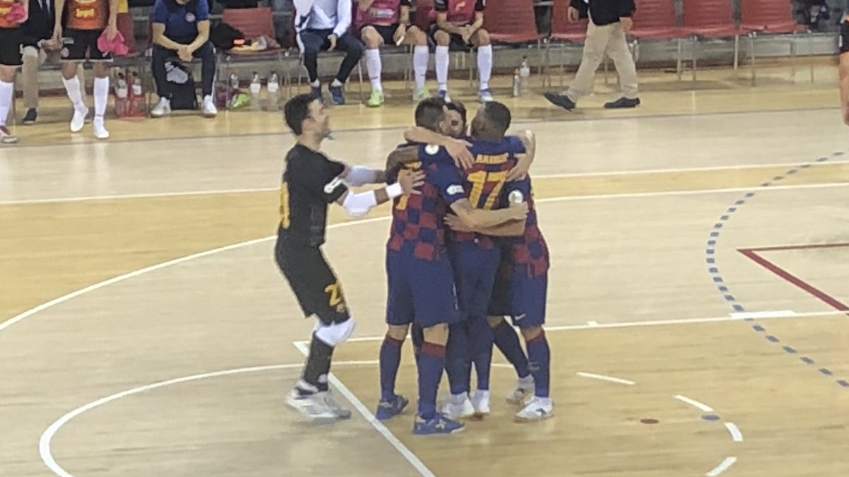 ⚽️ Gol del @dyegozfutsal   @FCBfutbolsala 3 - 0 Aspil  #ForçaBarça🔵🔴 #SempreFidels #MaiNoCaminaràsSol – at Palau Blaugrana