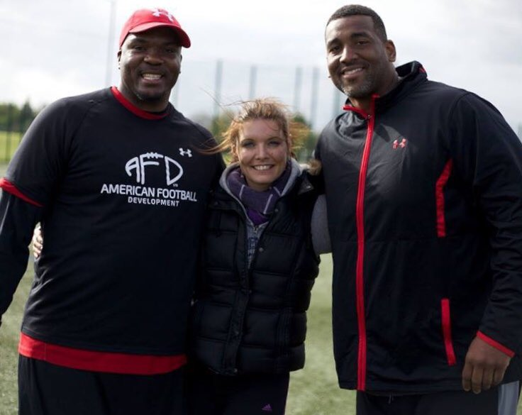 When you want to look small.... just stand next to two ex #NFL players #americanfootballer #ThoughtfulTuesday #ILoveSport pic.twitter.com/EkppGGgyV6