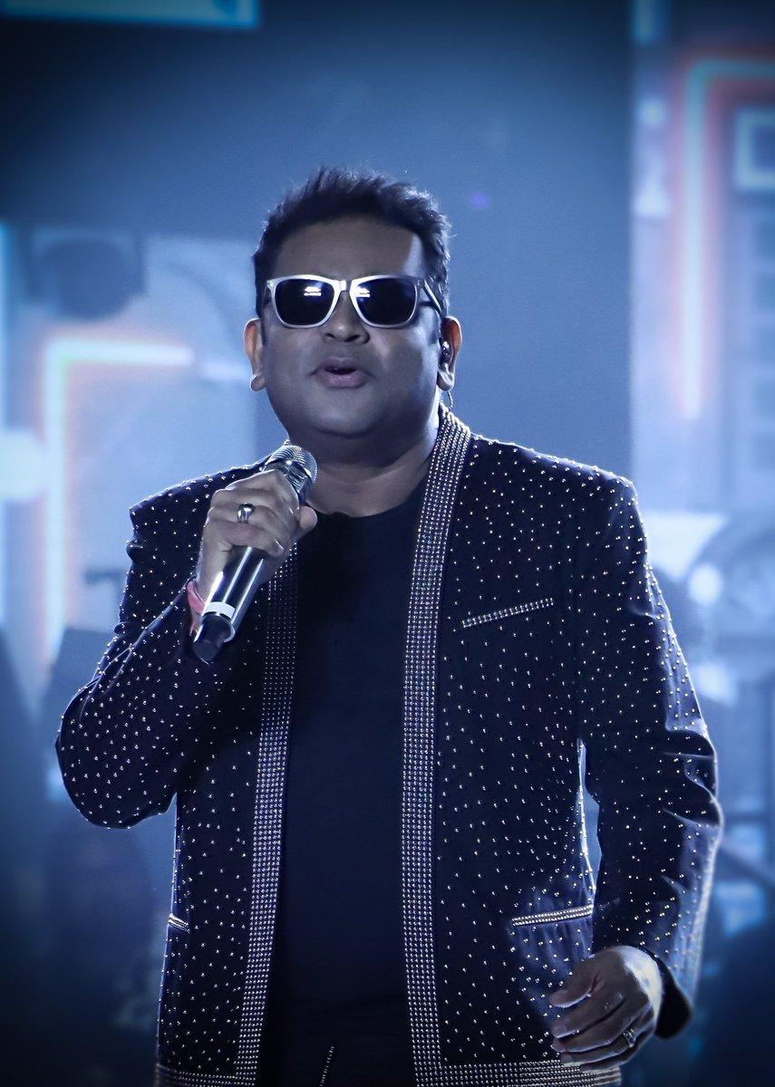 AR RAHMAN sir live in concert @trichy  Capture by #aravinth_aadhavanpic.twitter.com/qoptyu492N