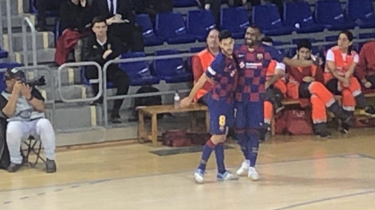 ⚽️ Gol de l'@Adolfitoo7 !!!  @FCBfutbolsala 5 - 0 Aspil  #ForçaBarça🔵🔴 #SempreFidels #MaiNoCaminaràsSol – at Palau Blaugrana