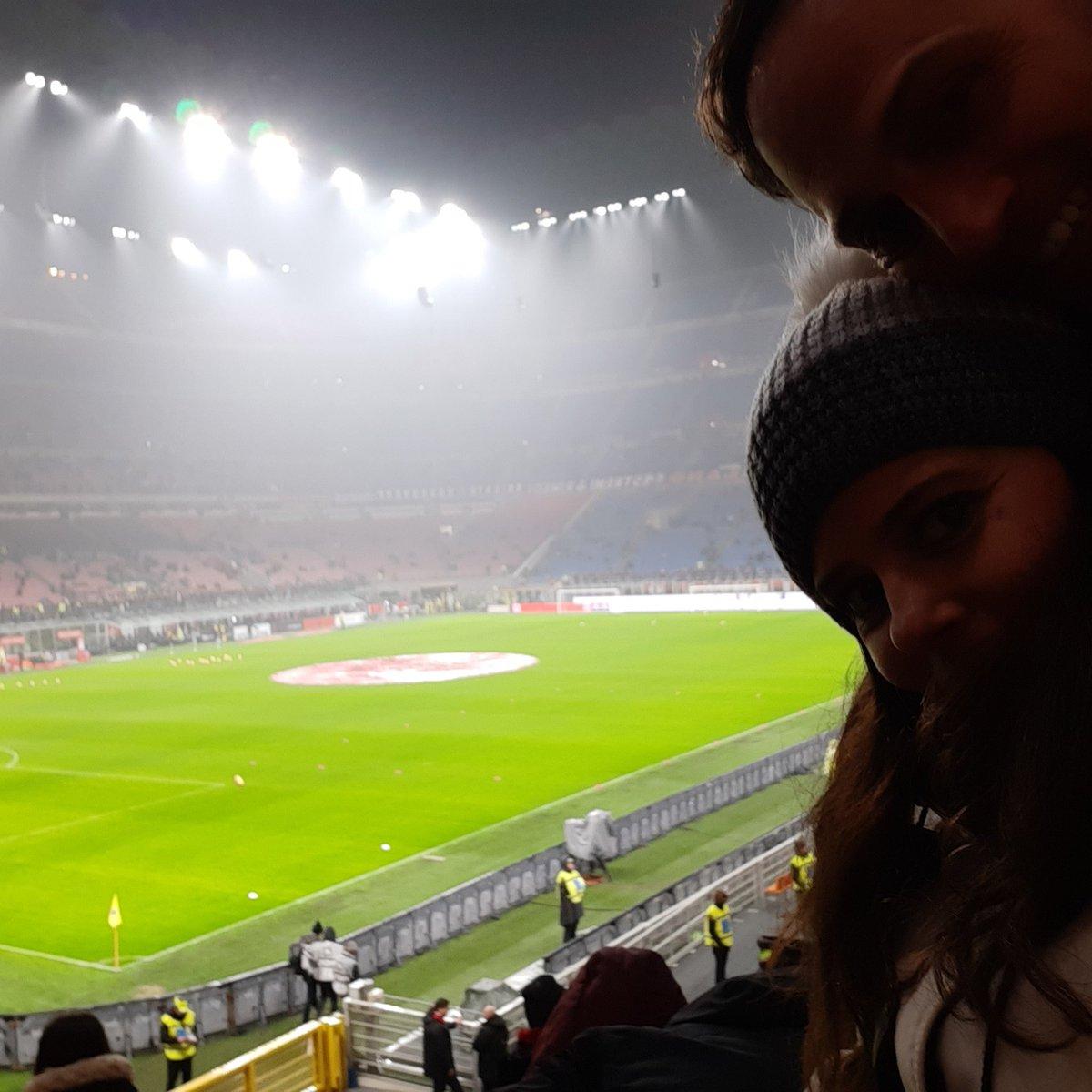 #MilanTorino #soccer #football #SanSiro #Milan #stadium #sporty #sportygirl #entertainment #sport #screenwriter #screenwriterslife #love #truelove #acmilan #weareacmilan #visitmilano #yesmilano #Milano #monday #mondaynight pic.twitter.com/DNiDxqrHg9