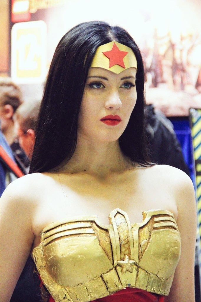 Wonderful photo - old, but gold~ #WonderWoman #cosplay #injusticepic.twitter.com/DwAAhCLhvr