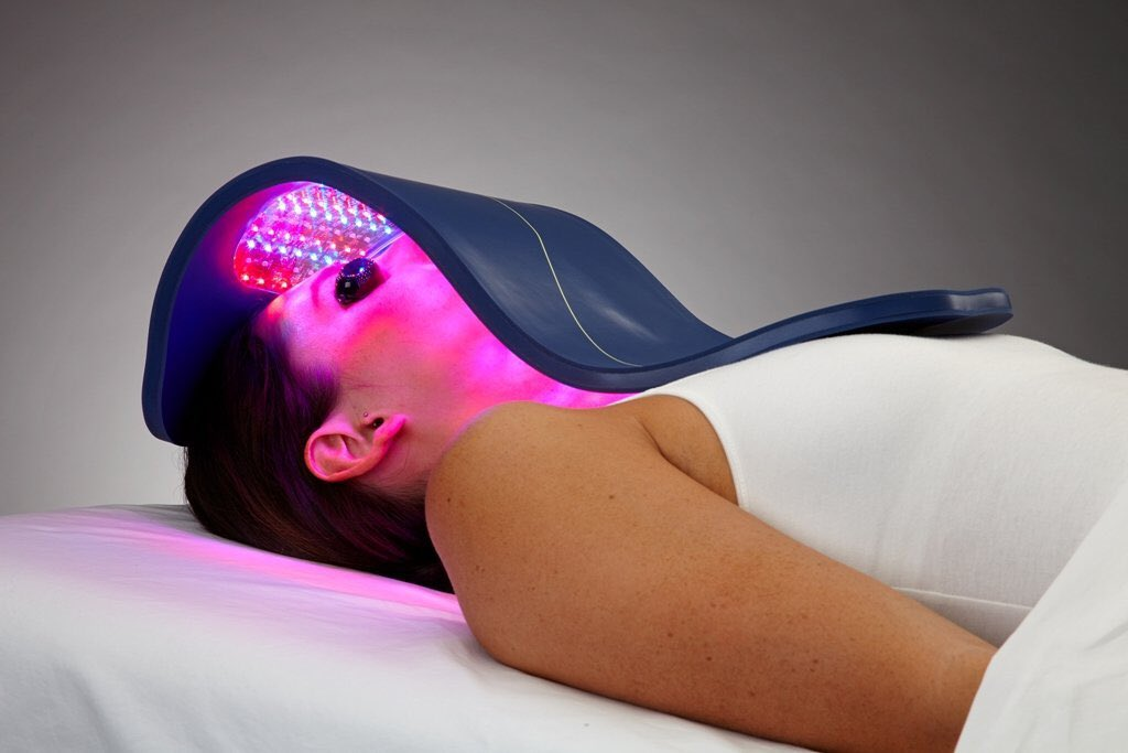 LED light can kill bacteria, reduce inflammation, improve circulation and stimulate collagen which can give you a healthier glow. Add to your next facial or in a rush just do a 30 min treatment! #skincare #ledlighttherapy #celluma #face #skin #acne #antiaging #facials #placentiapic.twitter.com/9vanAEkWGZ