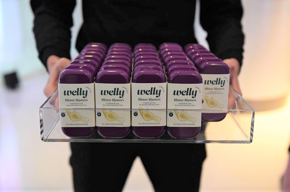 #TBT to the time Welly ended up on the Emmy's Red Carpet! Need a smart + useful + stylish gift for your upcoming event gift bags or giveaway? Check out our Bulk site  #getwelly #wellyprepared #giveaway #giftbags #swag #emmyawards #emmys #awardseason