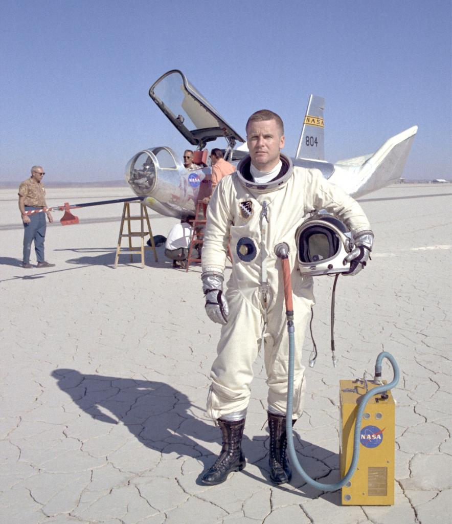 #OTD in 1970, @usairforce Major Peter Hoag, as part of the HL-10 program, had the fastest lifting-body flight reaching Mach 1.861 (about 1,228 mph)! The HL-10 program flew the aircraft 37 times between 1966 and 1970. These test flights helped shape the design of future shuttles!