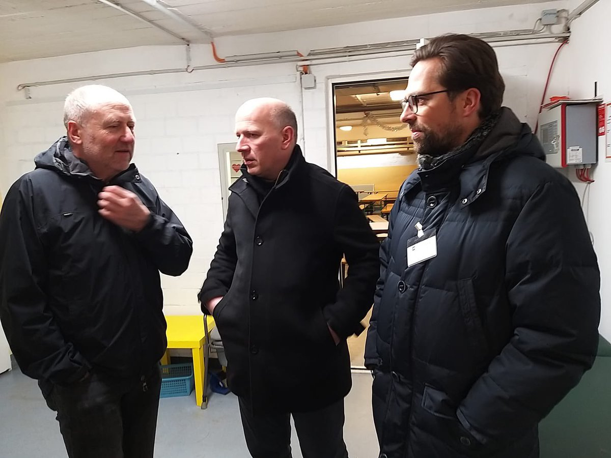 Heute Nacht begleite ich gemeinsam mit @MaikPenn den #Kältebus der Berliner Stadtmission. Ich bin sehr auf diese besondere Erfahrung gespannt. Danke an Uli Neugebauer für den Austausch vor der Abfahrt. pic.twitter.com/ruy5kNBcPO