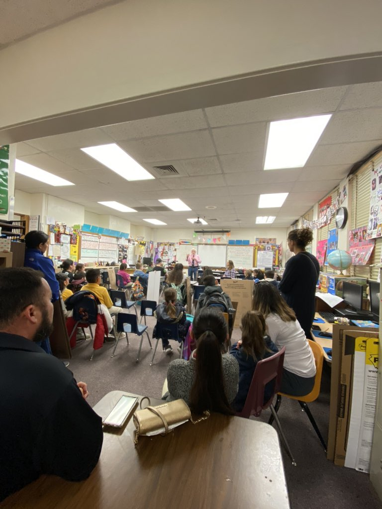 Science Fair Meeting- improving their boards for their next step ! #sciencefair #montessori pic.twitter.com/xqO2ZG9QDx – at Austin Montessori Magnet Elementary