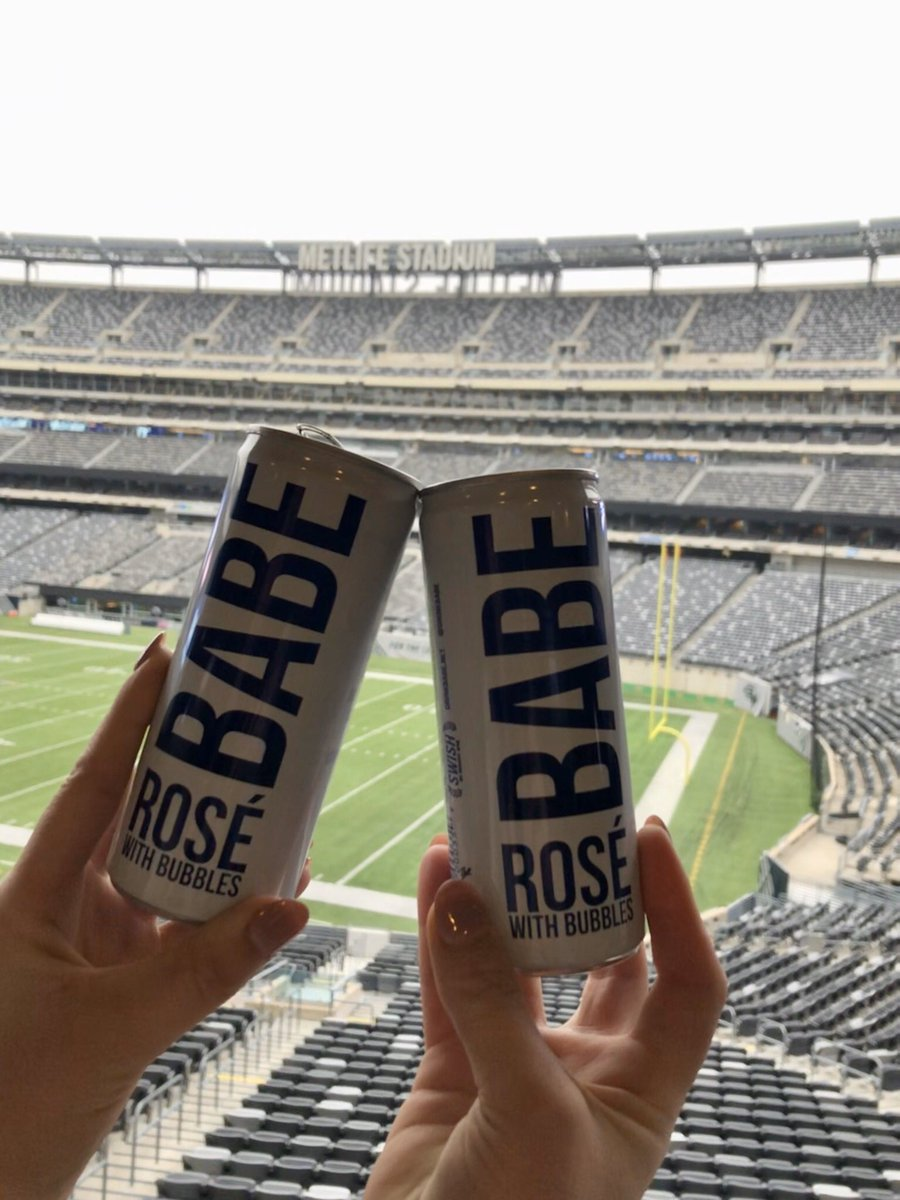 Celebrating #NationalDrinkWineDay with our friends at @drinkbabe 🍷 Coming to an event here soon? Grab one for yourself at bit.ly/2EmgVbV