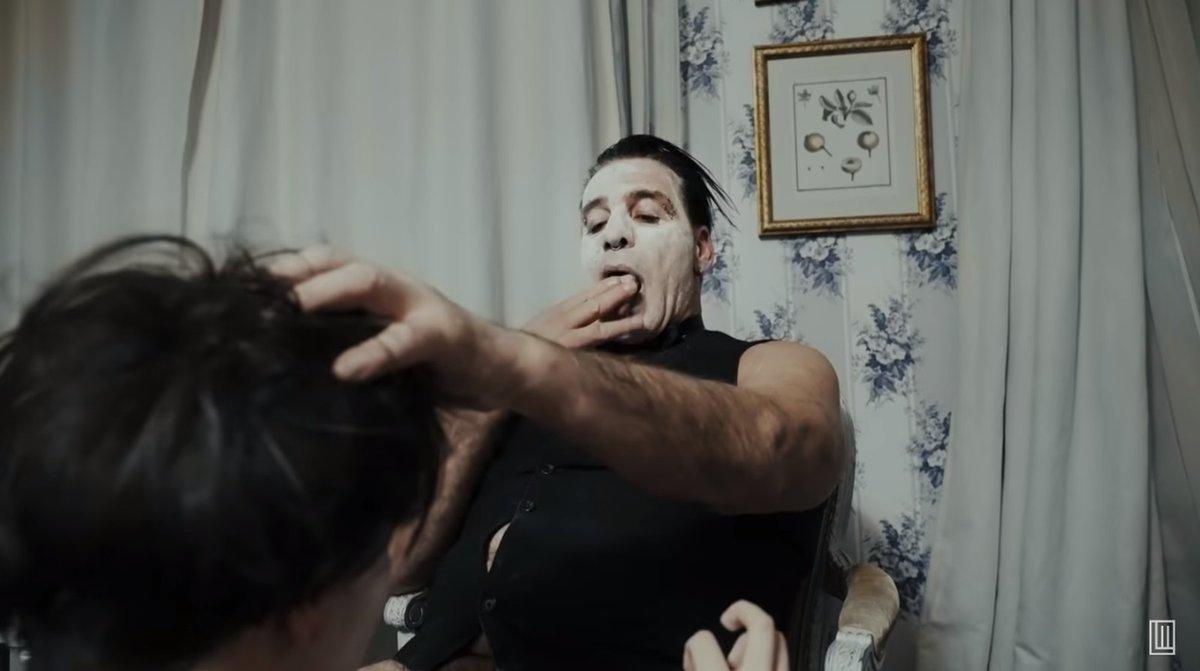 Till Lindemann, vocalista do Rammstein, lança clipe com cenas de sexo e versão explícita em site pornô https://glo.bo/2P557zm #G1