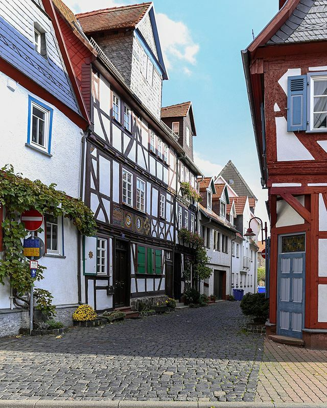 Straßenlaternen in Butzbach  #lampenmittwoch #lampswednesday #lamp #laterne #Butzbach #mitmeinenaugen #meindeutschland #travel_drops #hessen #deutschland #germany #hessentourismus #hessenüberrascht #goldenewetterau #wetterau #idylle #städtetrip #voyaged … https://ift.tt/2uVdu9Gpic.twitter.com/4yzSOgKWSz