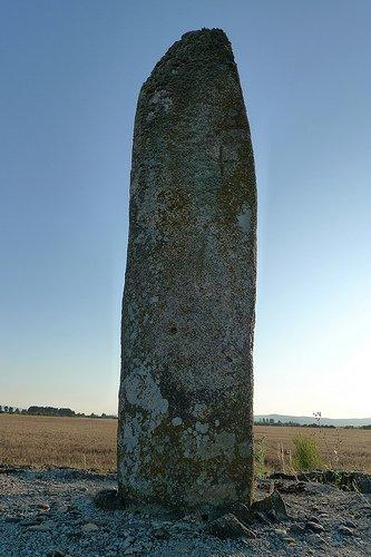 A Pedra Alta da Limia (#Sarreaus #ALimia #Ourense) - Antela. A pedrafita que deu nome á lagoa de Antela #megalitismo #quesevexaopatrimonio #menhir #pedraalta #Antela @apatrigal @ALimiaNews @santiagogrial @MMendezOtero @historiaGALpic.twitter.com/AFKt5zsFLy