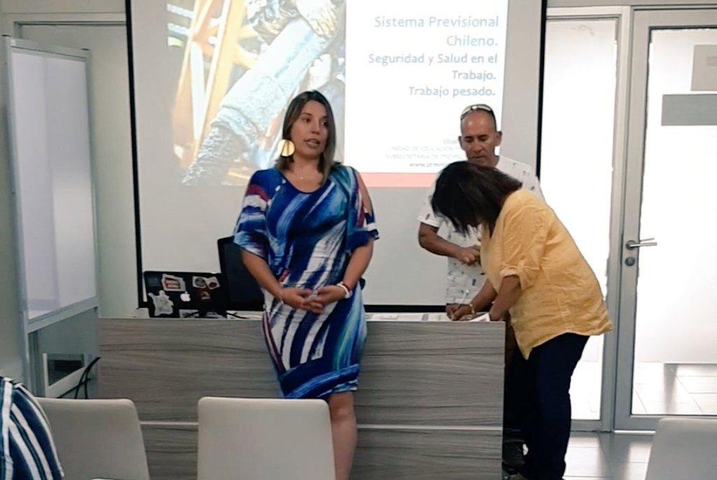 """La Seremi @AnaPaolaPonce, participó de la capacitación de """"Trabajo Pesado"""", realizada por profesional de la Subsecretaria de Previsión Social. Esta surgió a través de las peticiones que realizaron los sindicatos de recolectores de basuras a nivel nacional. #ElChileQueQueremospic.twitter.com/cvxtLCIAEY"""