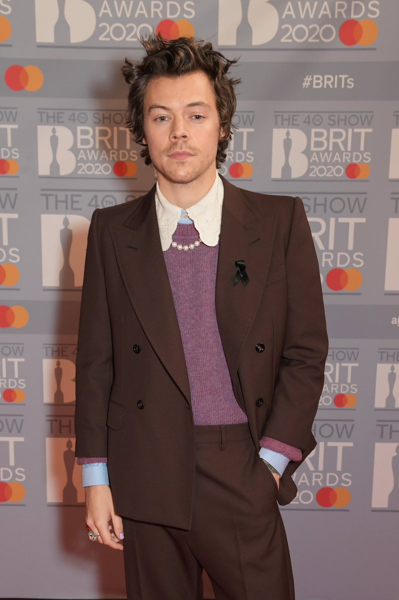 HQs| Harry at the #BRITs   2020 red carpet at The O2 Arena - February 18pic.twitter.com/jQ4sNOch9A