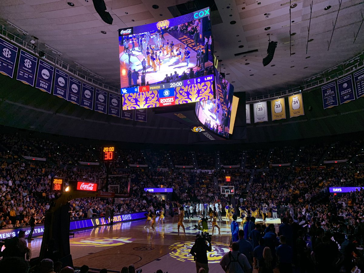 hoops❗️#LSU and Kentucky tipping off soon.