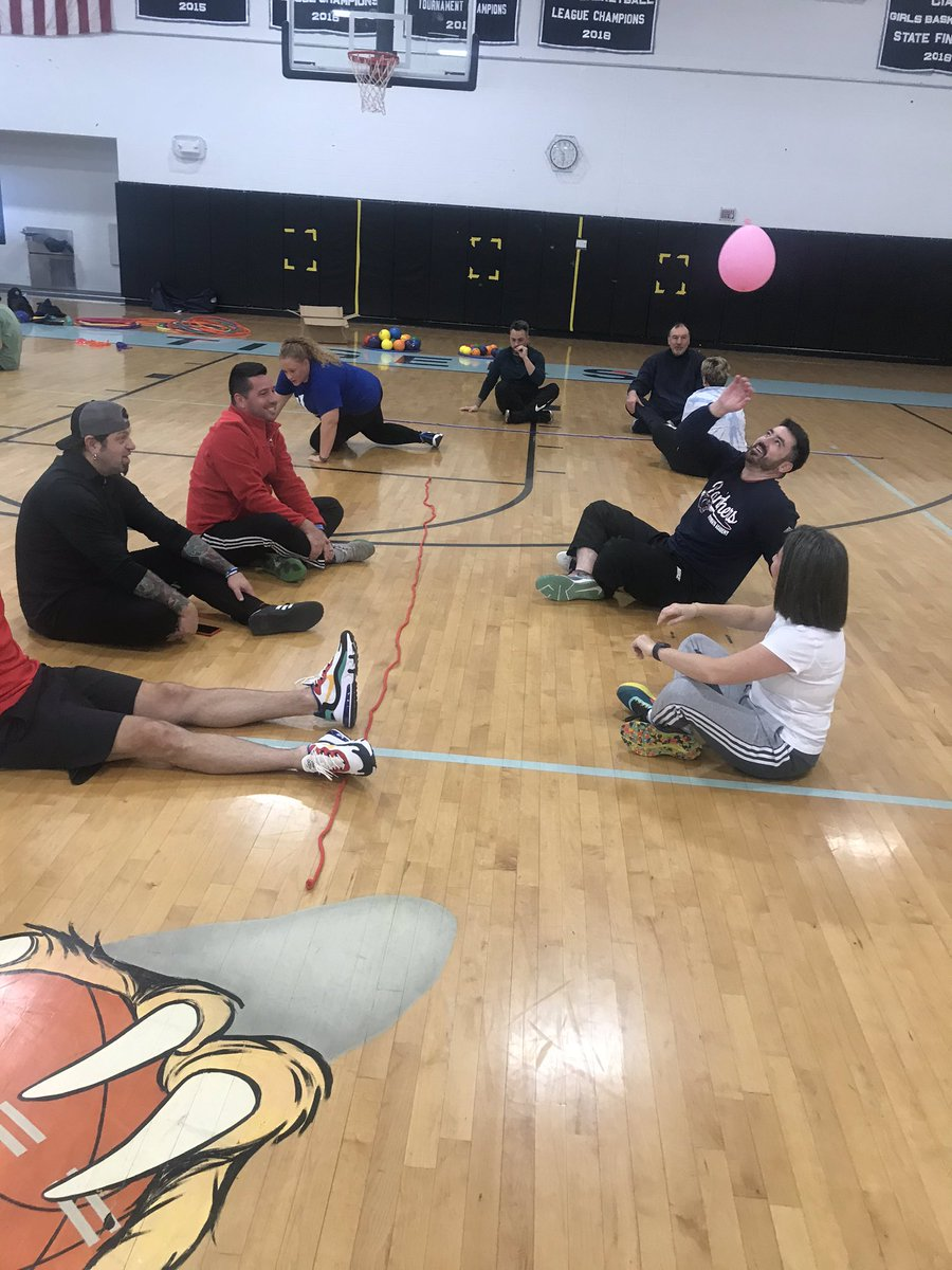 Thank to the wonderful educators in Hartford (RI) Public Schools working hard during their @OPENPhysEd Professional Development. We had fun unpacking standards, learning about UDI and using limited equipment. #physed #espechatpic.twitter.com/eWepGfSNqg