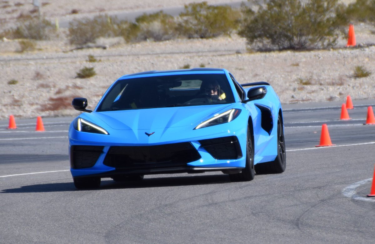 Impressed by the new #C8Corvette. Powerful, responsive. Feels intuitive and connected you don't really expect from #Corvette. This Rapid Blue in particular looks absolutely stunning in motion. New interior materials well chosen, though passenger & driver separated by HVAC controlpic.twitter.com/f04hocVH61