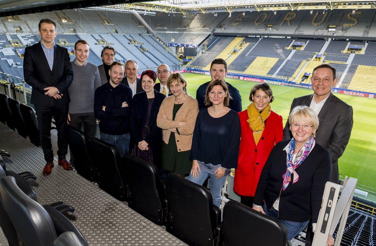 """Abgeordnete der @beneluxunion haben auf Vermittlung der Parlamentariergruppe #NRW-#Benelux des #ltnrw das Stadion von Borussia Dortmund @BVB besucht. Es war die Vorbereitung einer Debatte zum Thema """"#Sicherheit bei #Sportevents"""". Mehr: https://www.landtag.nrw.de/home/parlament-wahlen/ausschusse-und-gremien/parlamentariergruppen/benelux/aktuelles.html…pic.twitter.com/wa5etVZ1OO"""