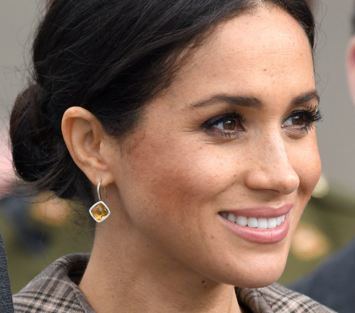 """With fame comes opportunity..but it also includes responsibility – to advocate and share, to focus less on glass slippers and more on pushing through glass ceilings and, if I'm lucky enough, then to inspire."""" - Meghan, The Duchess of Sussex #WednesdayWisdom pic.twitter.com/QUPl8fxthP"""