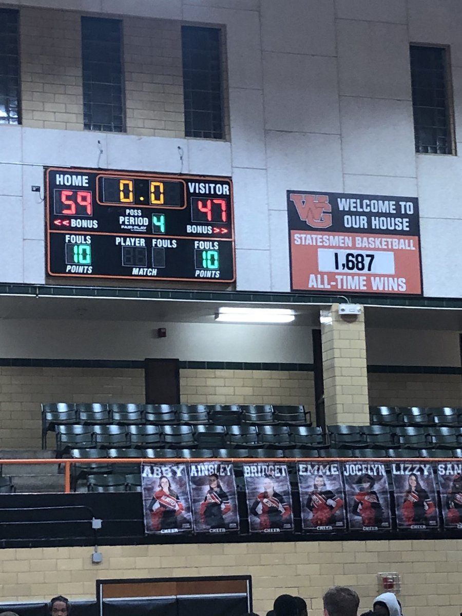 The Class of 2️⃣0️⃣2️⃣0️⃣ leaves Roberts Gym as winners with a tough 59-47 win over Hazelwood Central. Statesmen are 17-6, 4-0 in conference. Thanks to the entire community for turning out tonight!!! #TTW #TheTraditionContinues