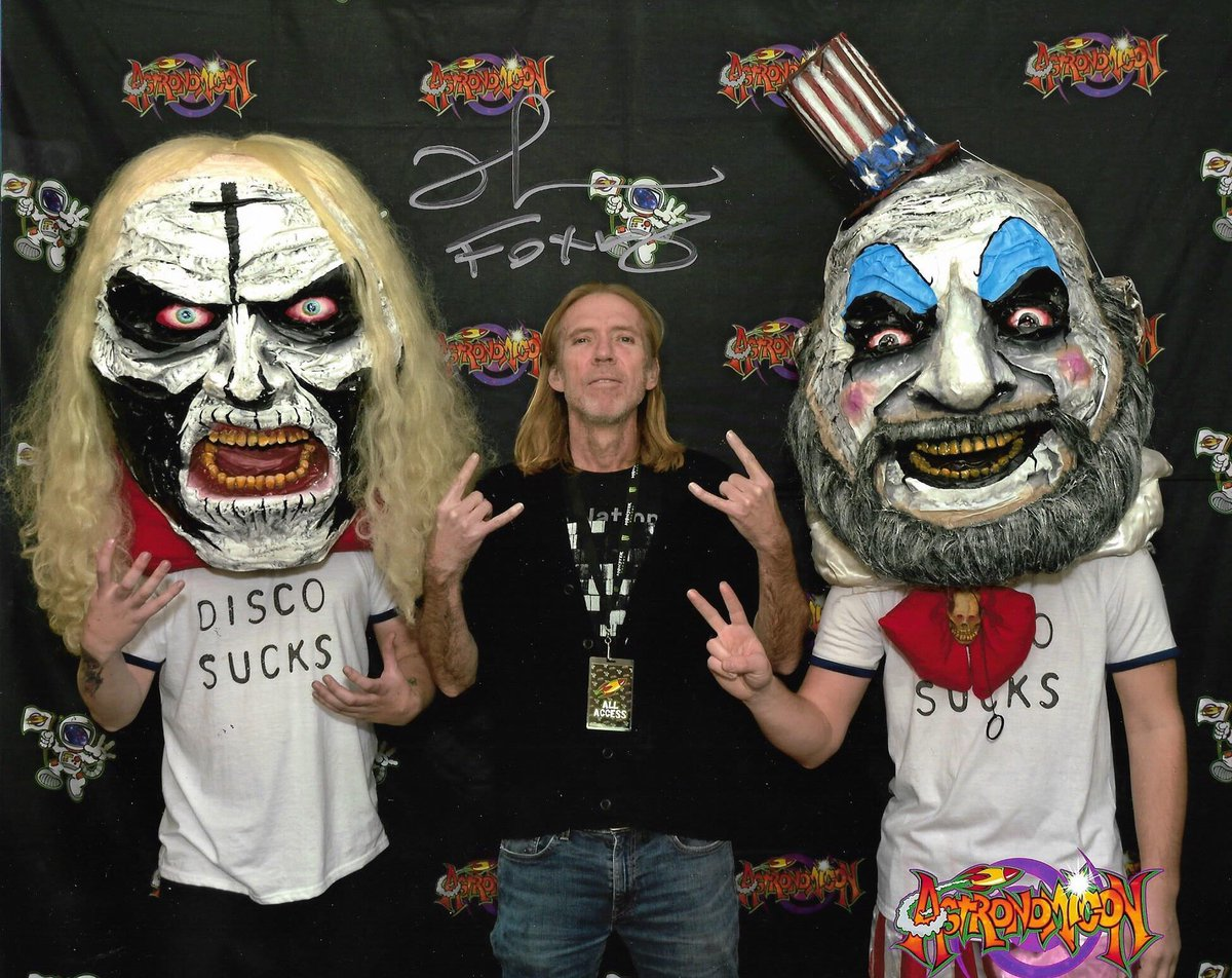 DISCO SUCKS!!!!! It was such an awesome experience to be able to meet the man himself @richardbrake aka the Midnight Wolfman from @RobZombie new movie @RobZombieFilms Three From Hell! Super down to earth and just a great person!! AWOOOOOOOO!!!!!!pic.twitter.com/UeP7J7x2sH
