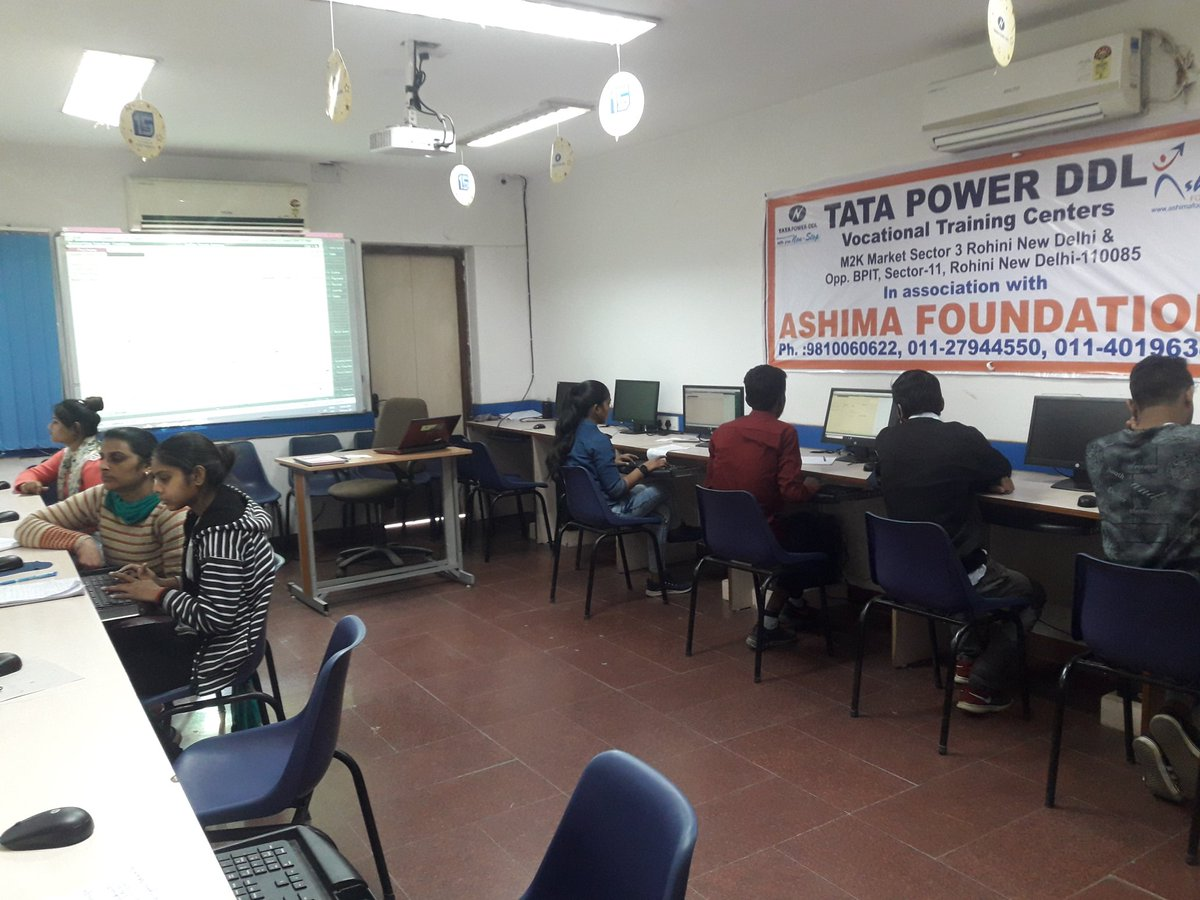 #education #computer Students are doing tally erp 9  #ashimafoundationrohinisec11 pic.twitter.com/NbEwnI1OED