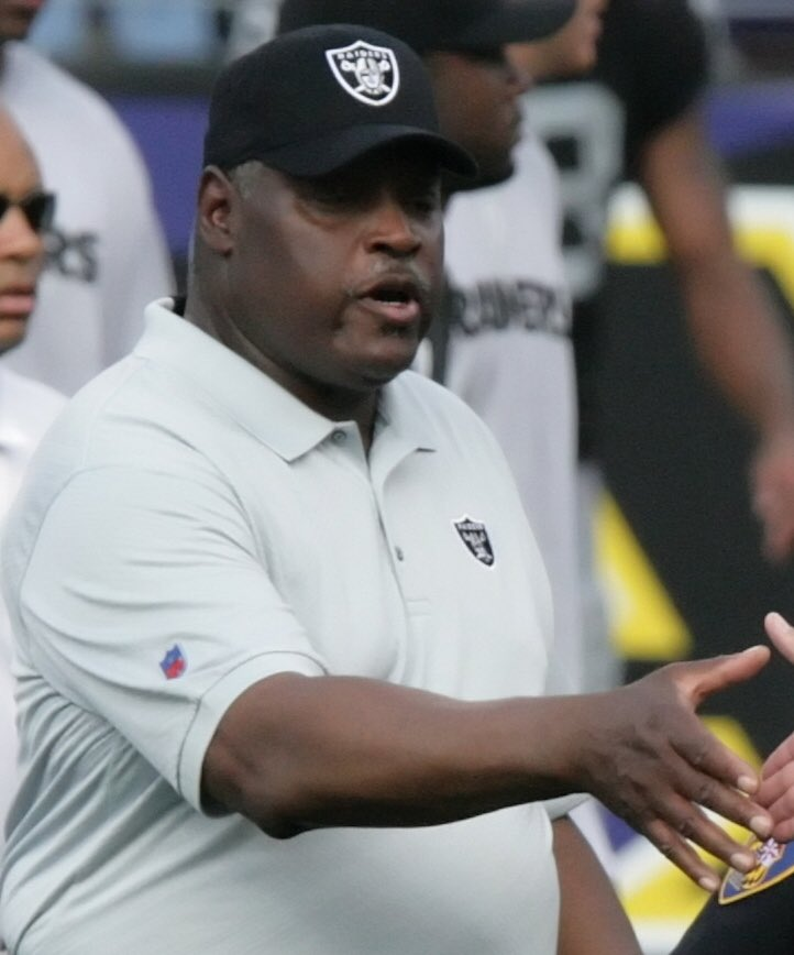 Art Shell Former Two Time Head Coach Of The Las Vegas(Oakland)Raiders. Born in Charleston SC. Played College Football At Maryland Eastern Shore. BlackHistory365 pic.twitter.com/WUEiTvHO8x
