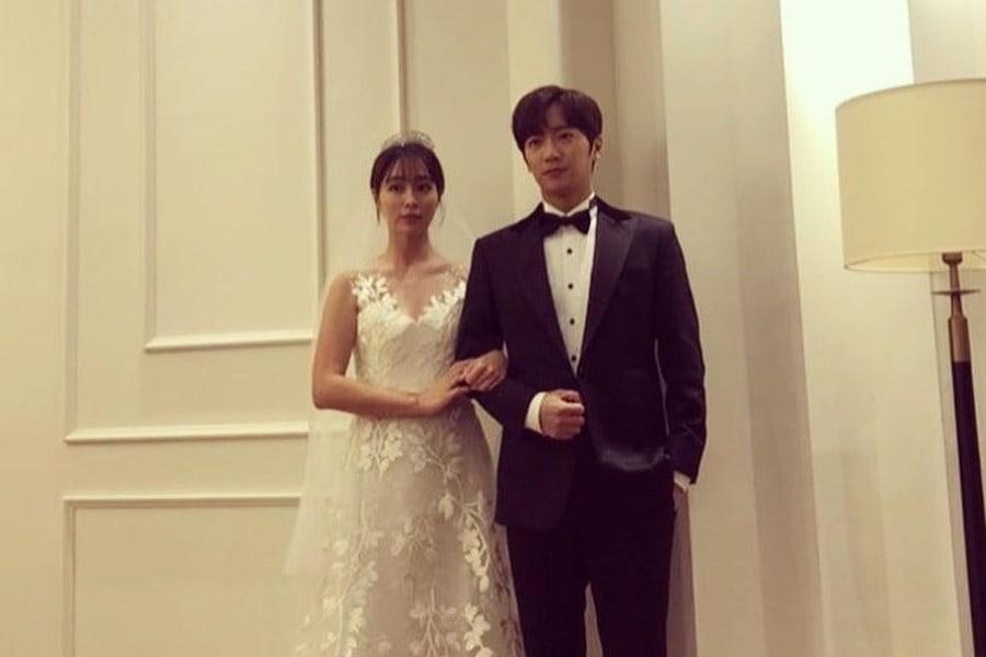 #LeeMinJung And #LeeSangYeob Pose In Wedding Photo For Upcoming KBS Weekend Drama soompi.com/article/138381…