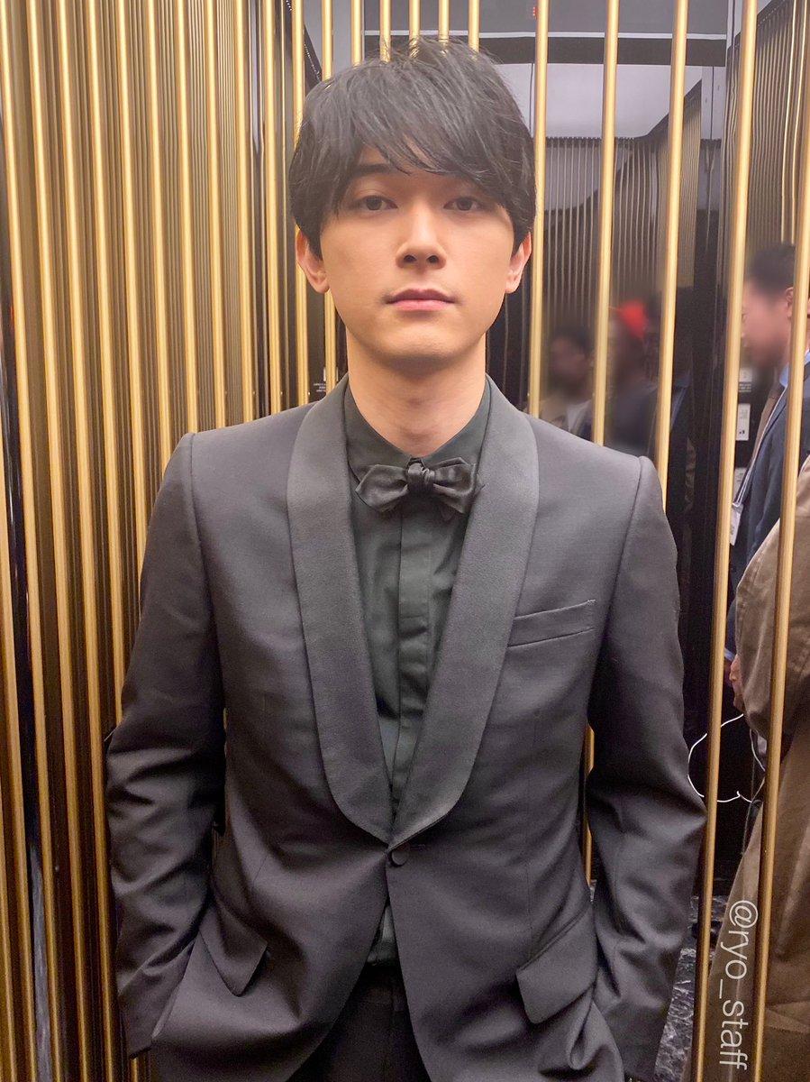 昨日、ブルーリボン賞授賞式にて助演男優賞を頂戴した吉沢。キングダムとスタッフ・キャストの皆さんへの想いを語っていました。今朝のZIP🌈等でも式の様子が流れましたが、とても温かくステキな授賞式でした😊✨東京映画記者会の皆さま、本当にありがとうございました。授賞式後エレベーター内にて📸