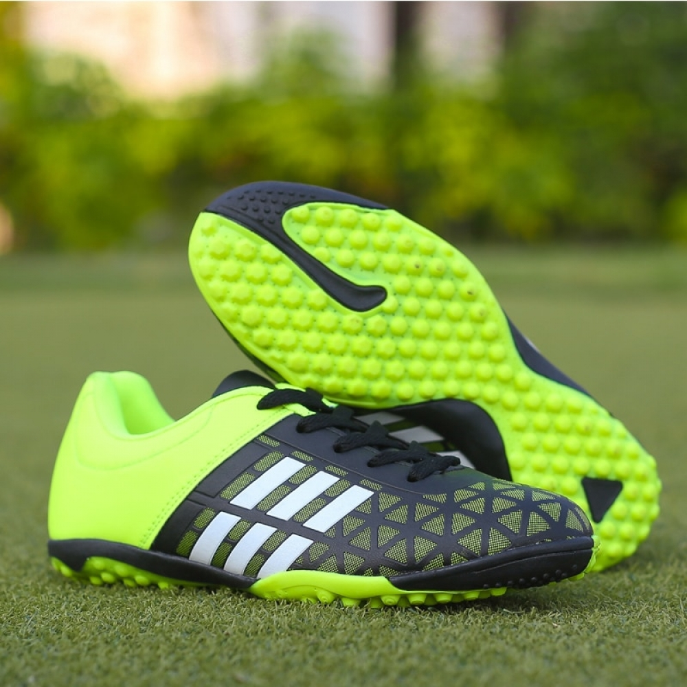 Men Soccer Boots Athletic Soccer Shoes Leather #football#footballboots #football #footballseason #footballplayer #footballgame https://footballstoreonline.com/product/men-football-soccer-boots-athletic-soccer-shoes-2018-new-leather-big-size-high-top-soccer-cleats-training-football-sneaker-man/…pic.twitter.com/gBnqf4w5vF